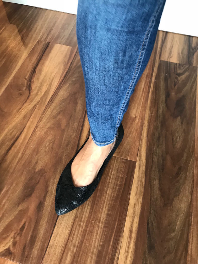 vionic black pointy toe flats