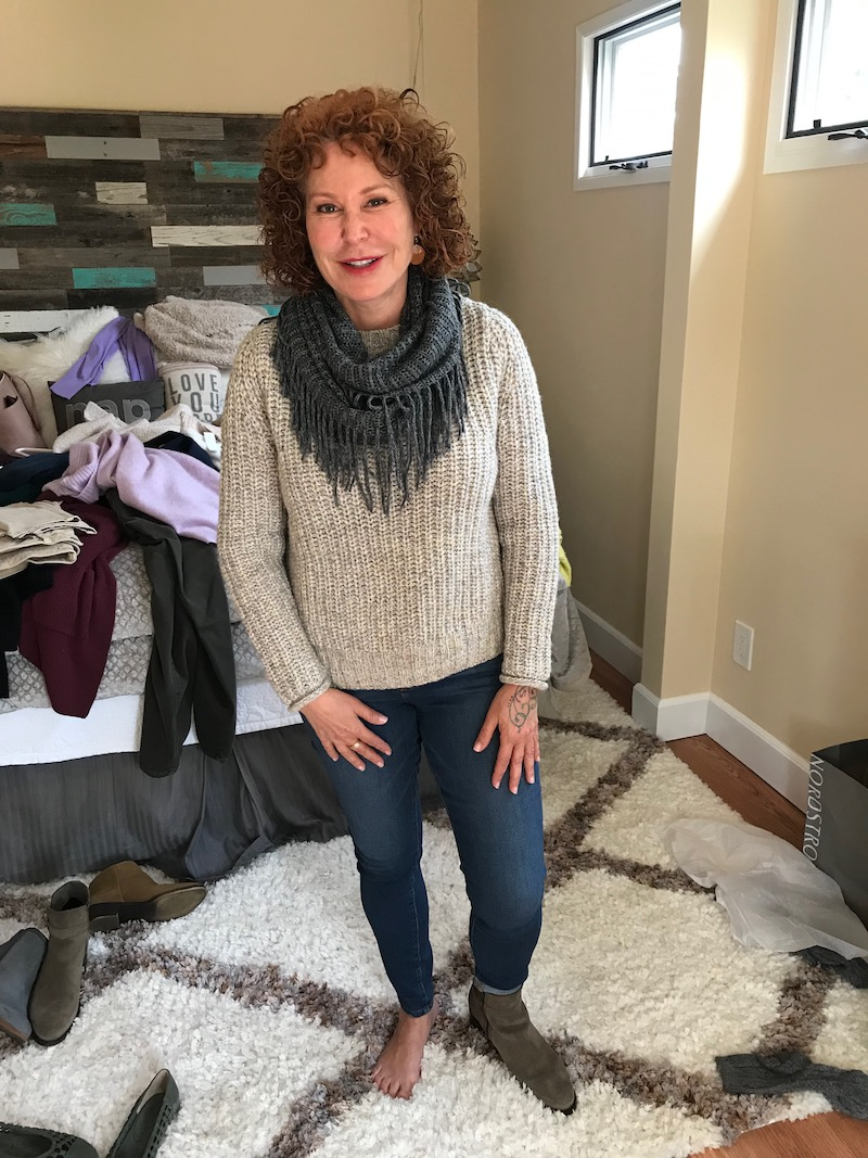 caslon light grey and light green sweater, caslon light grey and light green knit sweater, caslon light grey and light green crew neck sweater, grey fringe scarf, medium blue jeans, medium blue denim, c la cannabienns tan suede booties