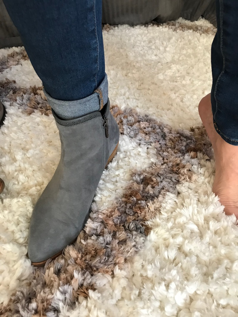 \italeau grey suede booties
